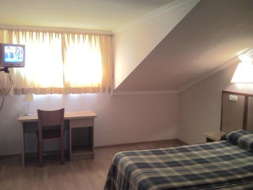 Habitación con escritorio hotel Avenida Leganés